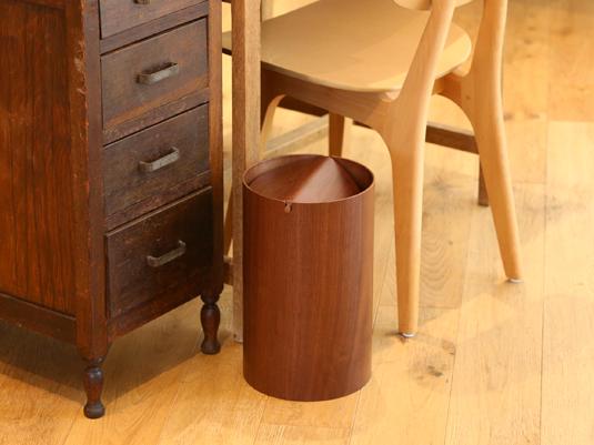 軽くて丈夫な、普段使いしやすい木製ゴミ箱
