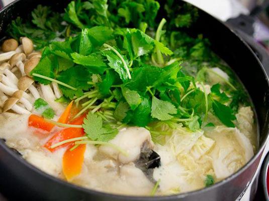 秋冬の食卓は「お鍋」に決まり!おすすめお鍋レシピとともに使いたい土鍋をご紹介。