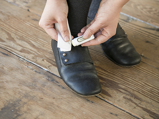 すきま時間にサッとできる、靴・財布お手入れのススメ