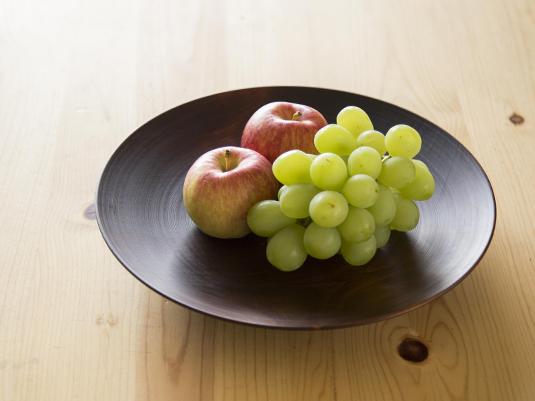 【あの人の暮らしぶり】山崎さんの愛用品に学ぶ、おもてなしの食卓に映える器と鍋