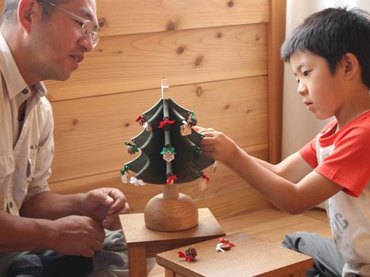 【みんなの愛用品】日本の山の姿をも奏でるオルゴールツリー