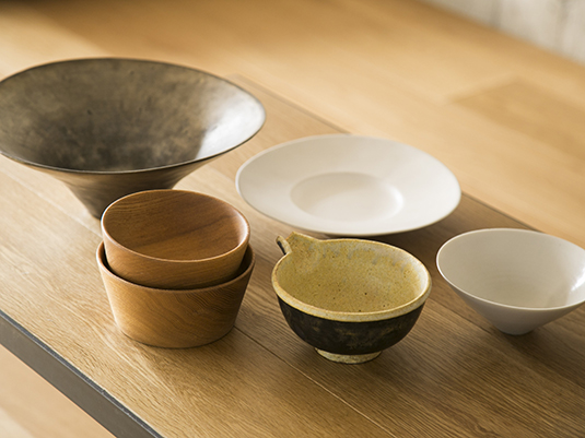 【あの人の暮らしぶり】宇南山加子さんが愛用する器とキッチンの道具