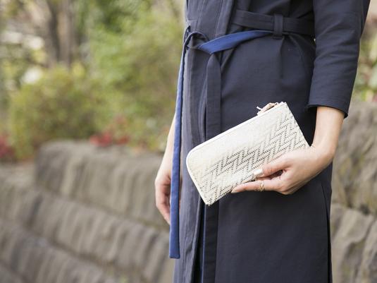 薄くて軽い、女性に優しい財布、当店限定カラーの登場です