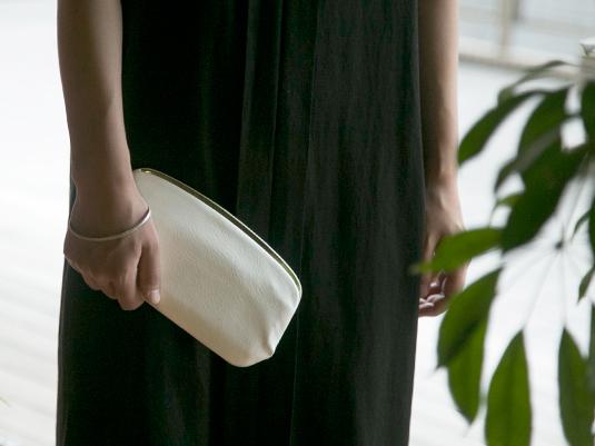 美しい財布は手に持って歩きたくなる