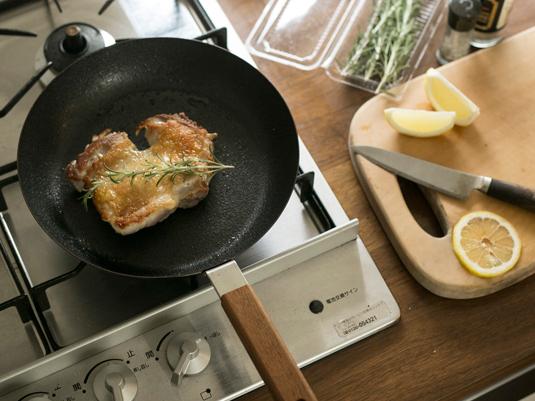 鉄鍋ビギナーにぴったり、軽くてお手入れ簡単フライパン
