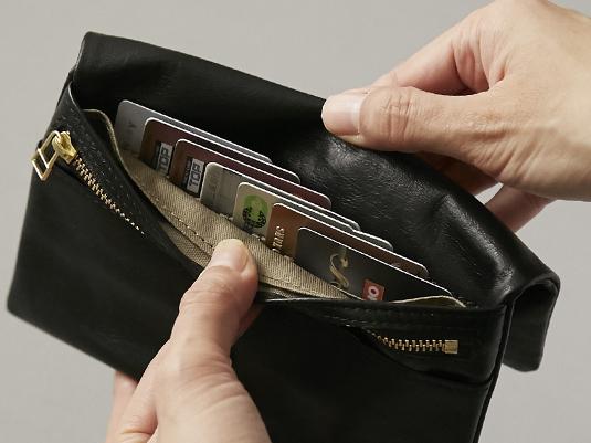 縦型カード入れが使いやすい!ポーチのような長財布