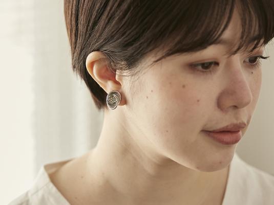新デザインが入荷、耳が痛くならないウーサのイヤリング