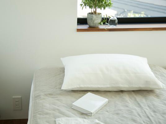 寝苦しい夜を快適に過ごす、夏に使いたい「敷くもの」寝具5選