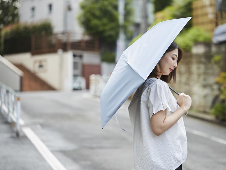 体感温度が違う!手放せない超軽量の遮光日傘