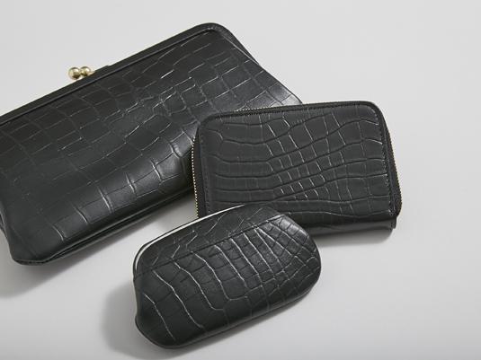 創業100年を超える老舗と作った白黒の革財布