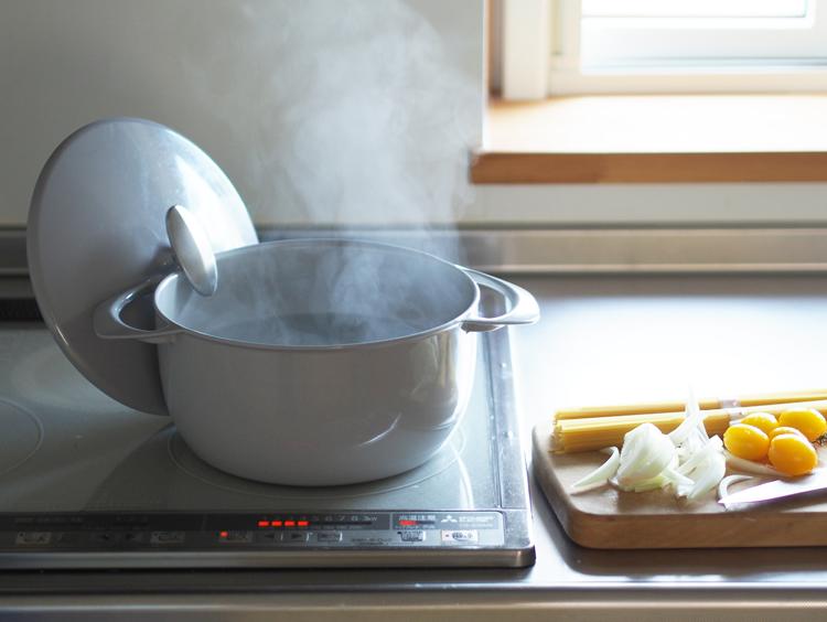 片手で持てるから洗い物が楽!軽い鋳物鍋