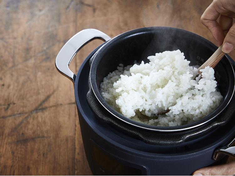 夕食準備は25分、早炊きで絶品に炊きあがる電気圧力鍋