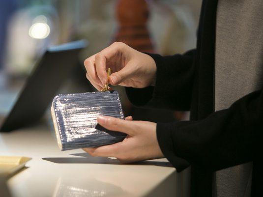 どこにでも連れていける、使いやすいミニ財布の選び方